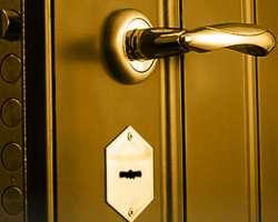 Металлические двери в СПб ремонт и обновление