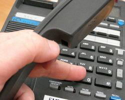 Зачем банку телефонная служба помощи?