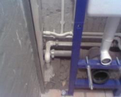 Подвесное крепление водопровода