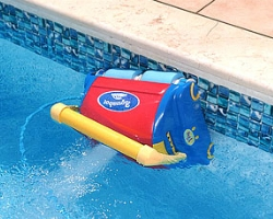 Оборудование бассейна чистим плитку пылесосом