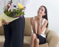Как правильно выбрать цветы в подарок женщине?