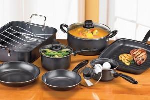 Несколько видов посуды для кухни