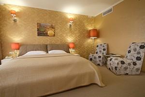 Разнообразные двуспальные кровати